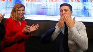Komiker Selenskyj führt bei Präsidentenwahl in Ukraine