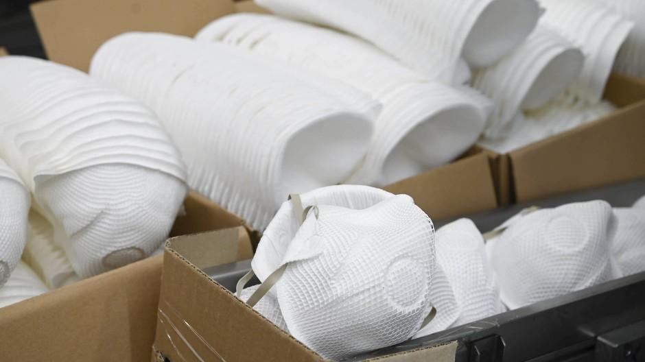 FFP2-Masken in einem Produktionswerk in Walddorfhäslach