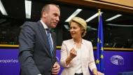 Die Kandidatin ist da: Ursula von der Leyen neben Manfred Weber am Mittwoch im Straßburger Europaparlament