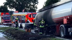 Mutiger Fahrer lenkt brennenden Tanklaster aus Wohngebiet