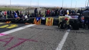 Puigdemont-Anhänger blockieren Straßen in Katalonien
