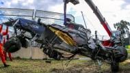 Das zerstörte Auto des Formel-1-Piloten Fernando Alonso beim Großen Preis in Melbourne