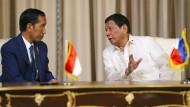 Heute mal diplomatisch? Gastgeber Duterte (r.) und der Indonesier Widodo