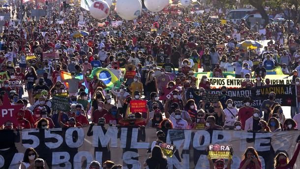 Zehntausende Brasilianer demonstrieren für Amtsenthebung von Bolsonaro