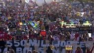 Zehntausende Brasilianer sind erneut gegen die Corona-Politik der Regierung von Bolsonaro auf die Straße gegangen.