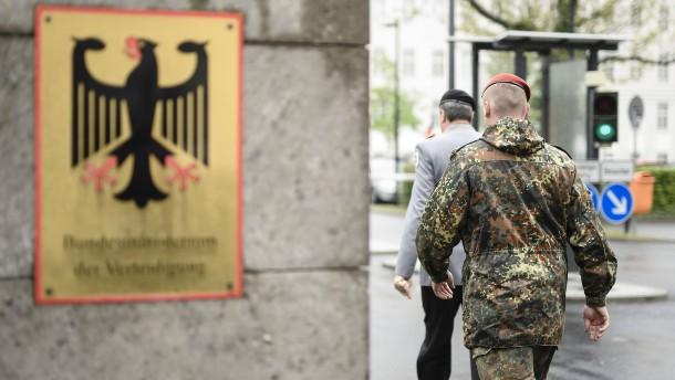 """""""Müssen von Terrorzelle in der Bundeswehr ausgehen"""""""