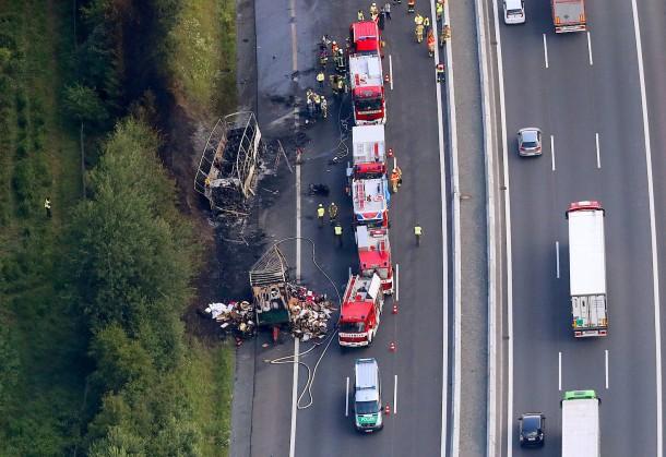 Bild zu: Busunfall auf A9 in Oberfranken - Polizei befragt ...