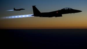 Britisches Parlament stimmt Luftangriffen zu