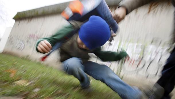 Jugendkriminalität in Deutschland stark gesunken – bis 2015