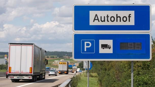 Lastwagen auf Autobahn beschossen