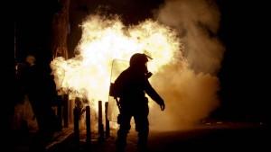 Zusammenstöße zwischen Polizisten und Demonstranten in Athen