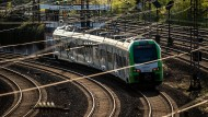 Ein Zug des Abellio-Konzerns auf der Strecke zwischen Essen und Duisburg