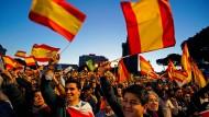 Anhänger der rechtspopulistischen Vox-Partei bei einer Wahlkampfveranstaltung am Freitag in Madrid