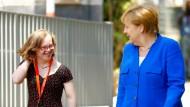 Merkel besucht junge Frau mit Down-Syndrom