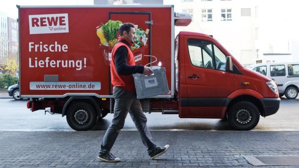 Die Online-Bestellung von Lebensmitteln ist dann interessant, wenn rasch geliefert wird. Ein Pilotprojekt des Rewe-Konzerns in Frankfurt und Hamburg lässt die Branche aufhorchen.