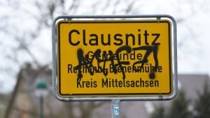 Leiter des Flüchtlingsheims in Clausnitz zu seinem Schutz abgesetzt