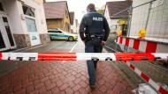 Abgesperrt: der Tatort in der Nähe des Rüsselsheimer Bahnhofs am 27. April