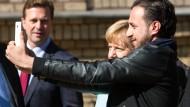 Mehrheit der Deutschen lehnt Merkels Umgang mit Flüchtlingskrise ab