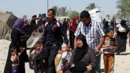 Tausende Iraker fliehen vor IS-Kämpfern aus Ramadi