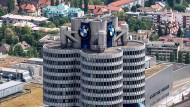 Die BMW Konzernzentrale in München, aufgenommen vom Olympiaturm.