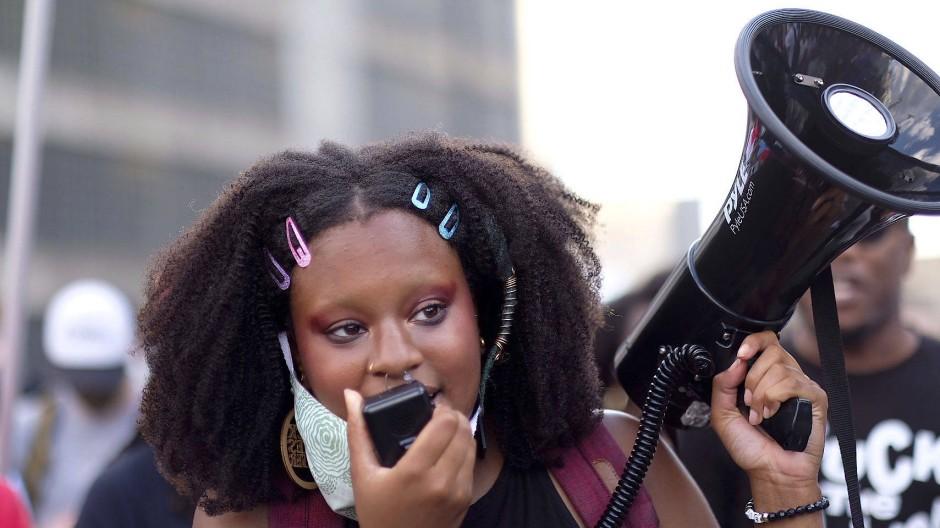 Frauen schwarze essen die Männer, Schwarze Schwarze
