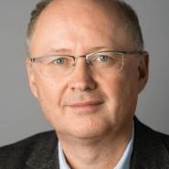 """Manfred Schäfers - Portraitaufnahme für das Blaue Buch """"Die Redaktion stellt sich vor"""" der Frankfurter Allgemeinen Zeitung"""