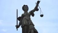 Sexuelle Belästigung: Nur das Schweigen rechtzeitig zu brechen hilft aus einem rechtlichen Dilemma.