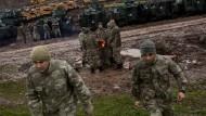 Türkische Soldaten nahe der türkisch-syrischen Grenze