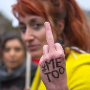 """Klare Botschaft: Protestlerin bei einer """"MeToo""""-Demonstration in Paris"""