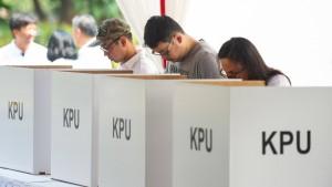 Amtsinhaber Widodo führt laut Umfragen