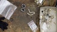 Der Trickdieb hatte versucht, einen teuren Ring zu entwenden und gegen ein Imitat auszutauschen. (Symbolbild)