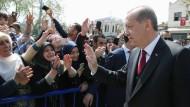 Herrscher über ein gespaltenes Volk: Präsident Erdogan lässt sich am Sonntag von seinen Anhängern bejubeln.