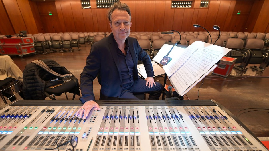 Am Pult: Norbert Ommer im Dezember beim Festkonzert des Ensembles Modern in der Alten Oper