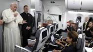 Der Papst spricht vor Journalisten auf dem Rückflug von seiner Kolumbienreise