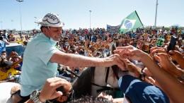 Bolsonaro schüttelt fleißig wieder Hände
