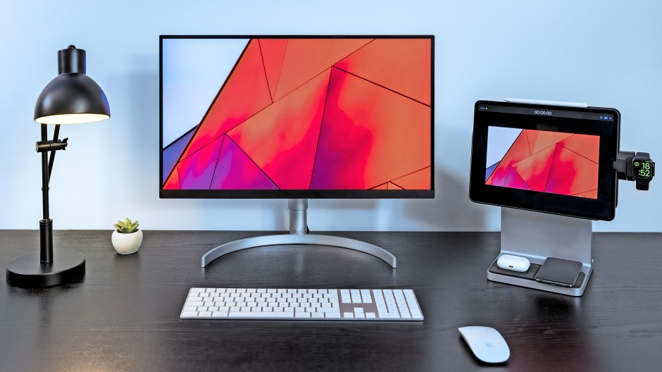 Kein PC: Rechts im Bild das Kensington Studio Dock fürs iPad Pro mit vielen Optionen