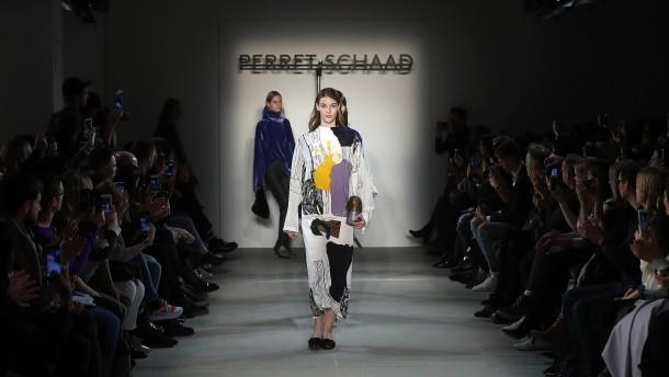Berliner Modewoche  2   In der Plisseetraumwerkstatt