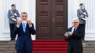 Montenegros Präsident Milo Djukanovic bei einem Treffen mit Bundespräsident Frank-Walter Steinmeier im Oktober