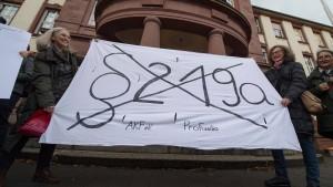 Rund 1000 Menschen demonstrieren gegen Abtreibungsparagraf 219a