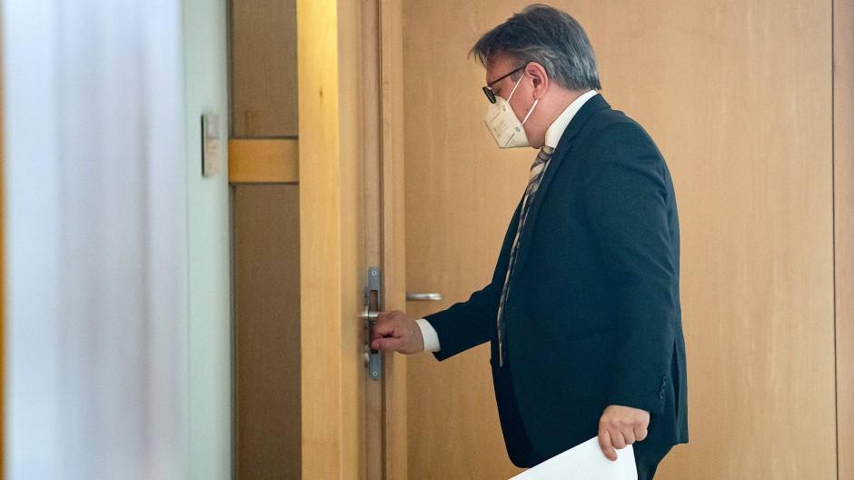 Mit Krimi-Elementen: Georg Nüßlein (CSU) hat Millionengeschäfte mit Masken vermittelt.