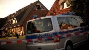 Drei Kinder tot in Wohnhaus gefunden