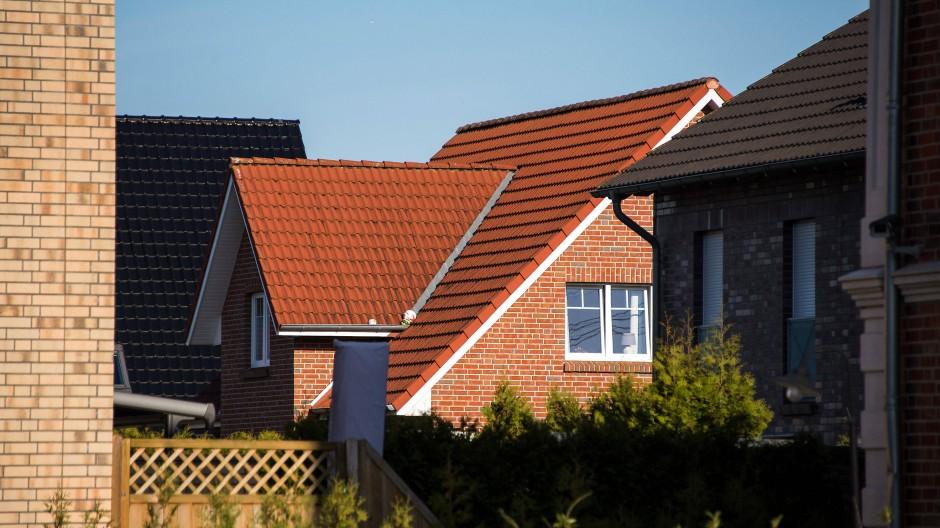 Ein Wohnhaus in einem Neubaugebiet in Schleswig-Holstein