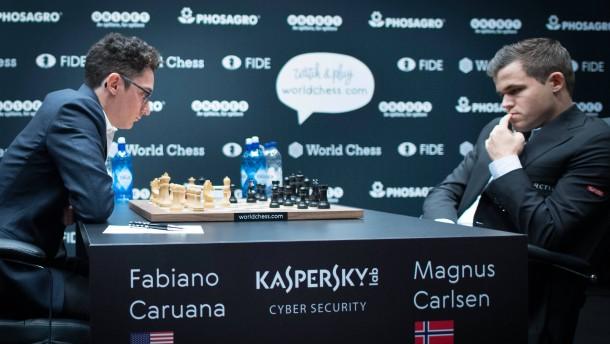 Carlsen muss sich mit Remis begnügen