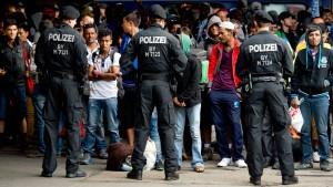 Sechs Milliarden Euro mehr  für Flüchtlinge