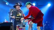 Debütant mit Handicap: Axl Rose singt mit gebrochenem Fuß