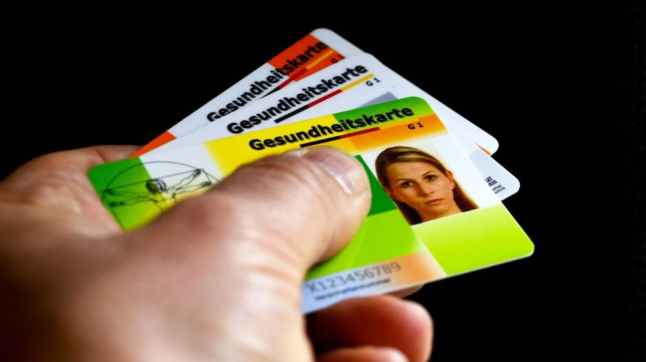 In Hamburg können bestimmte Beamten künftig auch bei gesetzlicher Krankenversicherung auf staatliche Zuschüsse hoffen.