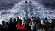 Österreich wirft Seenotrettern Kooperation mit Schleppern vor