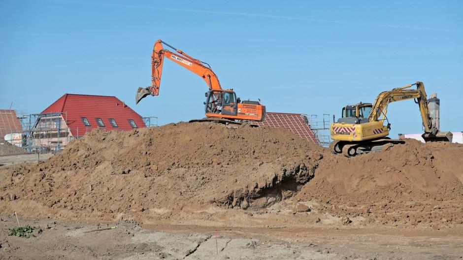 Schwindende Freiflächen durch Neubaugebiete sind nur ein  Teil des Problems. Vor allem die Infrastruktur ist der Haken.