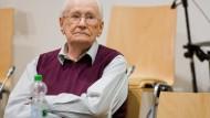 Welchen Beitrag hat Oskar Gröning geleistet? Dieser Frage geht das Landgericht in Lüneburg derzeit nach.