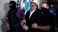 Nach dem tödlichen Anschlag auf einen linken Musiker wurden der Chef der rechtsextremen Partei Goldene Morgenröte und weitere Funktionäre festgenommen.
